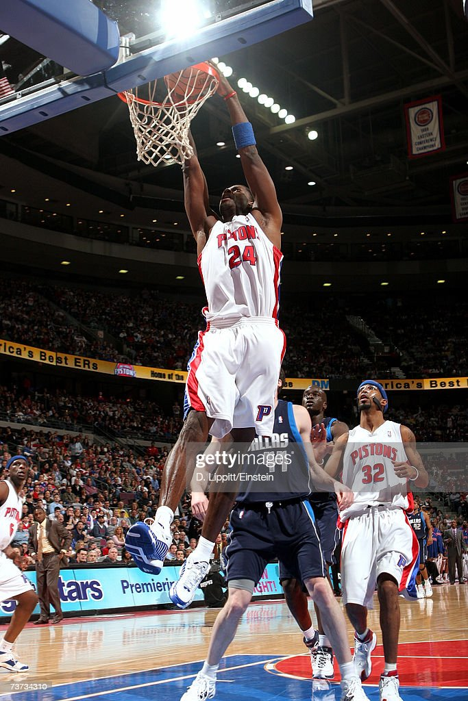 Antonio McDyess #24 of the Detroit Pistons goes up for a slam dunk during the game against the Dallas Mavericks at The Palace of Auburn Hills on March 18, 2007 in Auburn Hills, Michigan. The Mavericks won 92-88.
