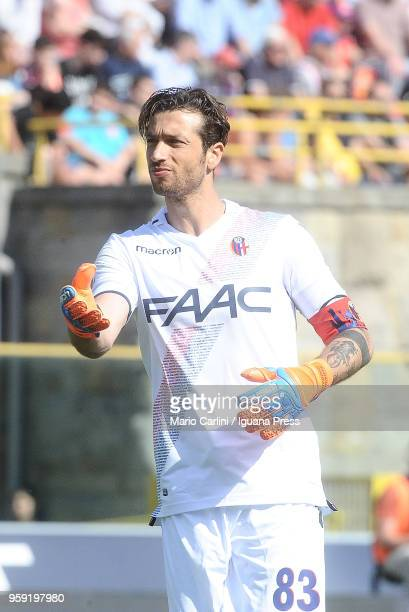 Antonio Mirante goalkeeper of Bologna FC reacts during the serie A match between Bologna FC and AC Chievo Verona at Stadio Renato Dall'Ara on May 13...