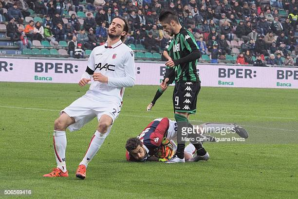 Antonio Mirante goalkeeper of Bologna FC saves his goal during the Serie A match between US Sassuolo Calcio and Bologna FC at Mapei Stadium Città del...