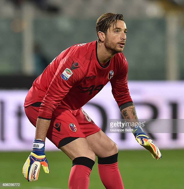 Antonio Mirante of Bologna FC in action during the Serie A match between Pescara Calcio and Bologna FC at Adriatico Stadium on December 18 2016 in...