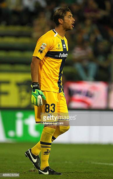 Antonio Mirante of Parma FC shouts to his teammates during the Serie A match between Parma FC and AC Milan at Stadio Ennio Tardini on September 14...