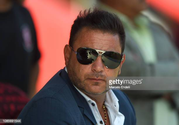 Antonio Mohamed coach of Huracan looks on before a match between San Lorenzo and Huracan as part of Round 13 of Superliga 2018/19 at Pedro Bidegain...