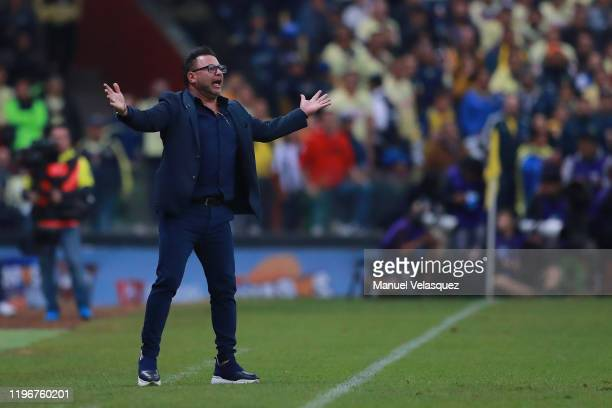 Antonio Mohamed coach of Monterrey gives instructions during the Final second leg match between America and Monterrey as part of the Torneo Apertura...