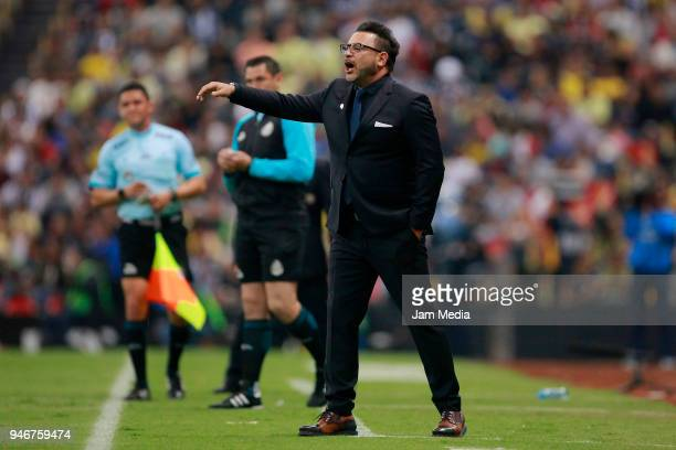 Antonio Mohamed Coach of Monterrey shouts instructions to his players during the 15th round match between America and Monterrey as part of the Torneo...