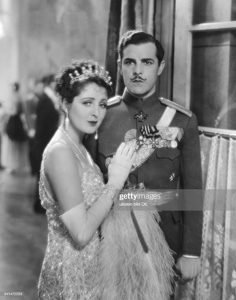 Antonio Moreno und Billie Dove in 'Adoration' 1928 : News Photo