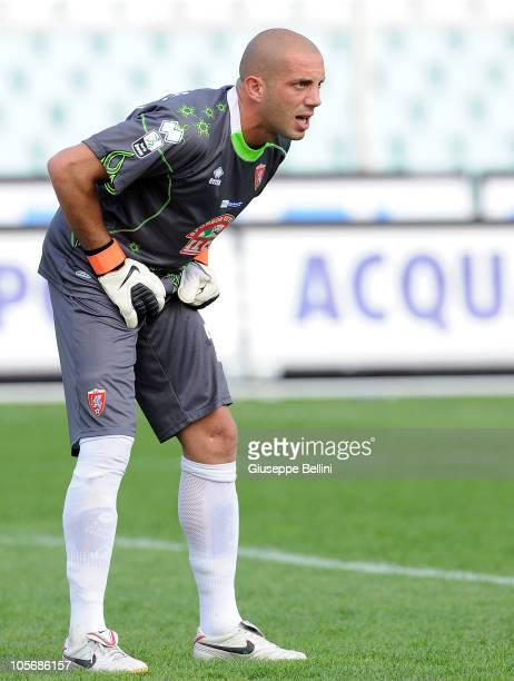 Antonio Narciso of Grosseto in action during the Serie B match between Pescara Calcio and US Grosseto FC at Adriatico Stadium on October 16 2010 in...