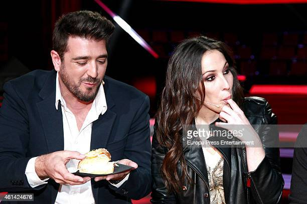 Antonio Orozco and Malu pose during a photocall to present the new season of 'La Voz' Tv show at 'Picasso' studios on January 9 2015 in Madrid Spain