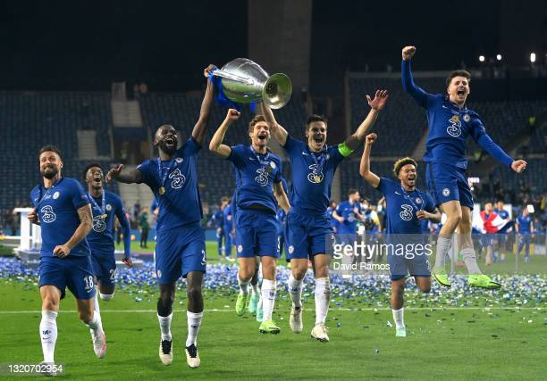 Antonio Ruediger and Cesar Azpilicueta of Chelsea celebrate with the Champions League Trophy alongside teammates Olivier Giroud, Marcos Alonso, Reece...