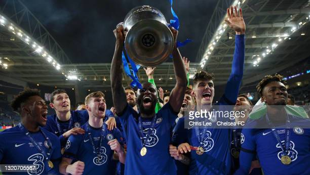 Antonio Ruediger of Chelsea and team mates celebrate with the Champions League Trophy following their team's victory in the UEFA Champions League...