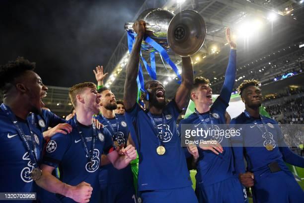 Antonio Ruediger of Chelsea celebrates with the Champions League Trophy alongside teammates Callum Hudson-Odoi, Timo Werner, Kai Havertz and Tammy...