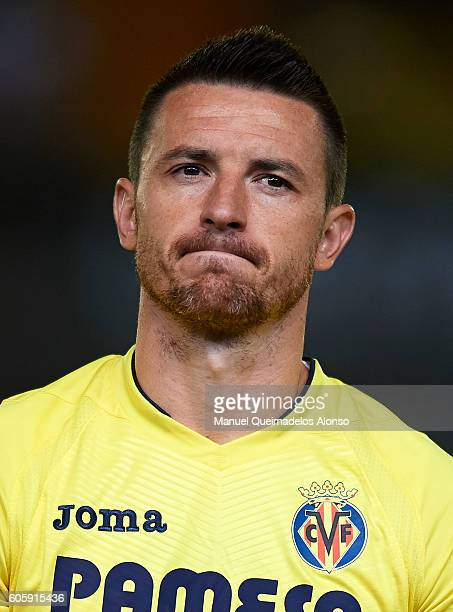 Antonio Rukavina of Villarreal looks on prior to the UEFA Europa League Group L match between Villarreal and Zurich at El Madrigal Stadium on...