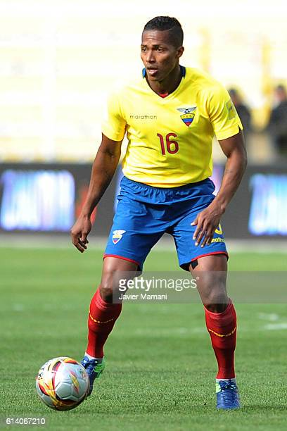 Antonio Valencia of Ecuador drives the ball during a match between Bolivia and Ecuador as part of FIFA 2018 World Cup Qualifiers at Hernando Siles...