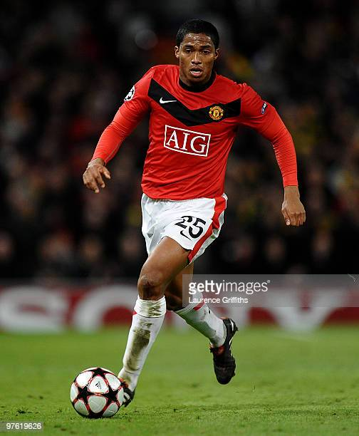 Antonio Valencia of Manchester United on the ball during the UEFA Champions League First Knockout Round second leg match between Manchester United...