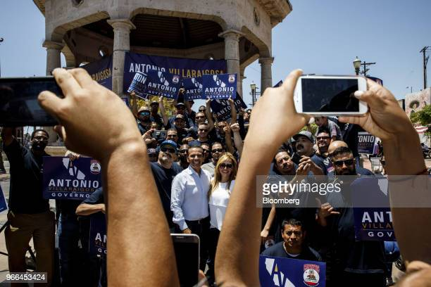Antonio Villaraigosa Democratic candidate for governor of California center left and his wife Patricia Govea center right stand for photographs with...