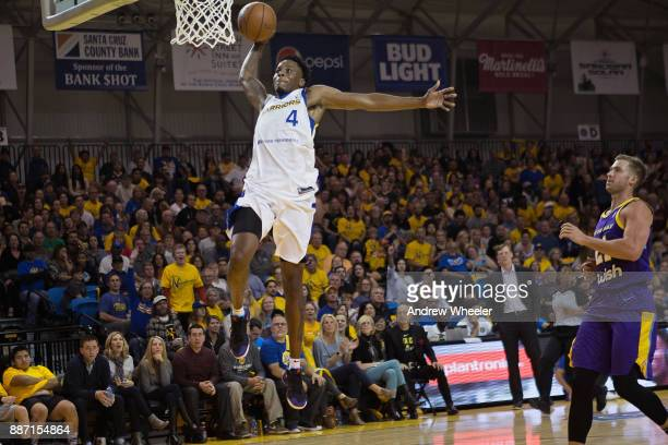 Antonius Cleveland of the Santa Cruz Warriors dunks the ball against the South Bay Lakers during an NBA GLeague game on November 4 2017 at Kaiser...