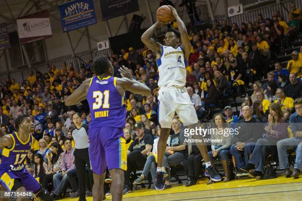 Antonius Cleveland of the Santa Cruz Warriors shoots the ball against the South Bay Lakers during an NBA GLeague game on November 4 2017 at Kaiser...