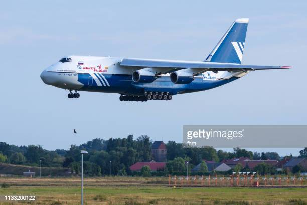 antonov an-124 aircraft carrier - antonov stock pictures, royalty-free photos & images