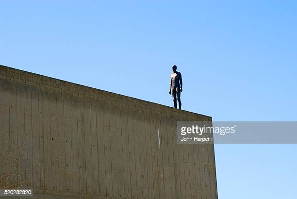 antony gormley installation on london rooftop - antony gormley stock pictures, royalty-free photos & images