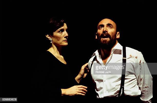antony sher and harriet walter on stage in macbeth - robbie jack stockfoto's en -beelden