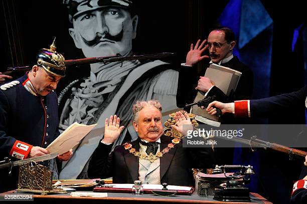 Antony Sher as Wilhelm Voigt and Anthony O'Donnell as Mayor Obermuller of Kopenick with artists of the company in Carl Zuckmayer's The Captain of...