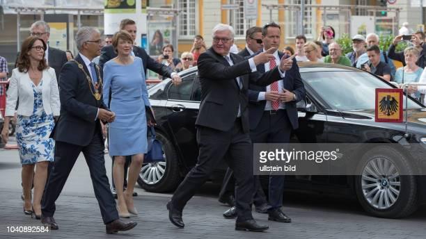 Antrittsbesuch und Empfang des Bundespraesident Frank Walter Steinmeier und seiner Ehefrau Elke Buedenbender in Bonn durch Oberbuergermeister Herrn...