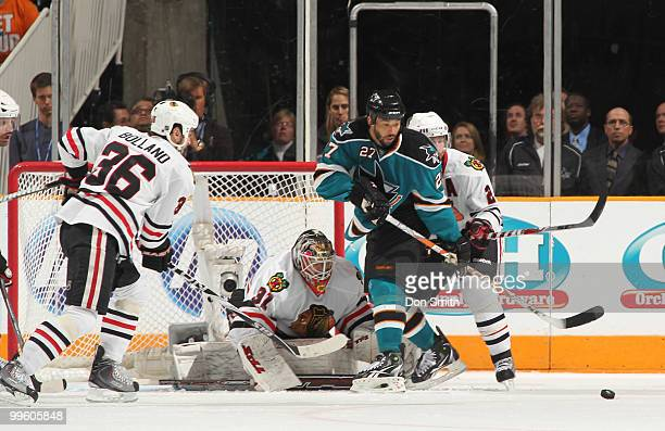 Antti Niemi, Dave Bolland and Duncan Keith of the Chicago Blackhawks defend the net against Manny Malhotra of the San Jose Sharks in Game One of the...