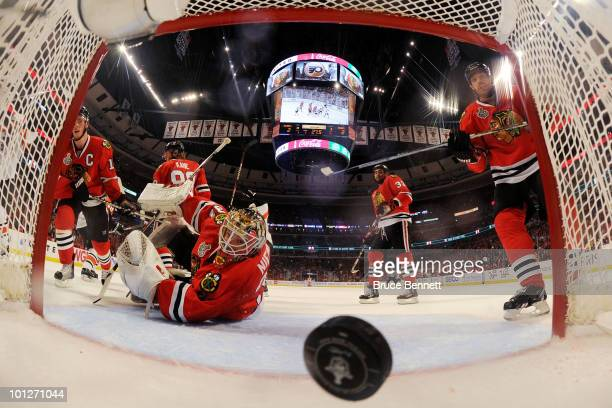 Antti Niemi of the Chicago Blackhawks looks at the puck after giving up a goal to Danny Briere of the Philadelphia Flyers in the first period of Game...