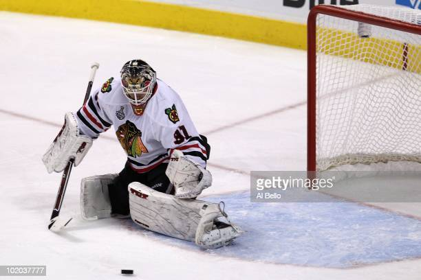 Antti Niemi of the Chicago Blackhawks makes a save against the Philadelphia Flyers in Game Six of the 2010 NHL Stanley Cup Final at the Wachovia...