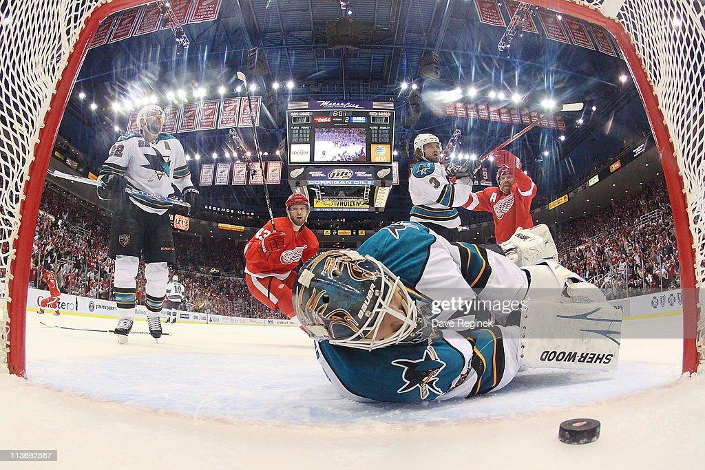 San Jose Sharks v Detroit Red Wings - Game Three : News Photo