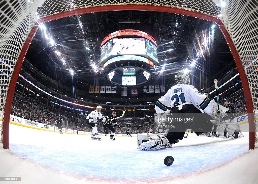 San Jose Sharks v Los Angeles Kings - Game Four : News Photo
