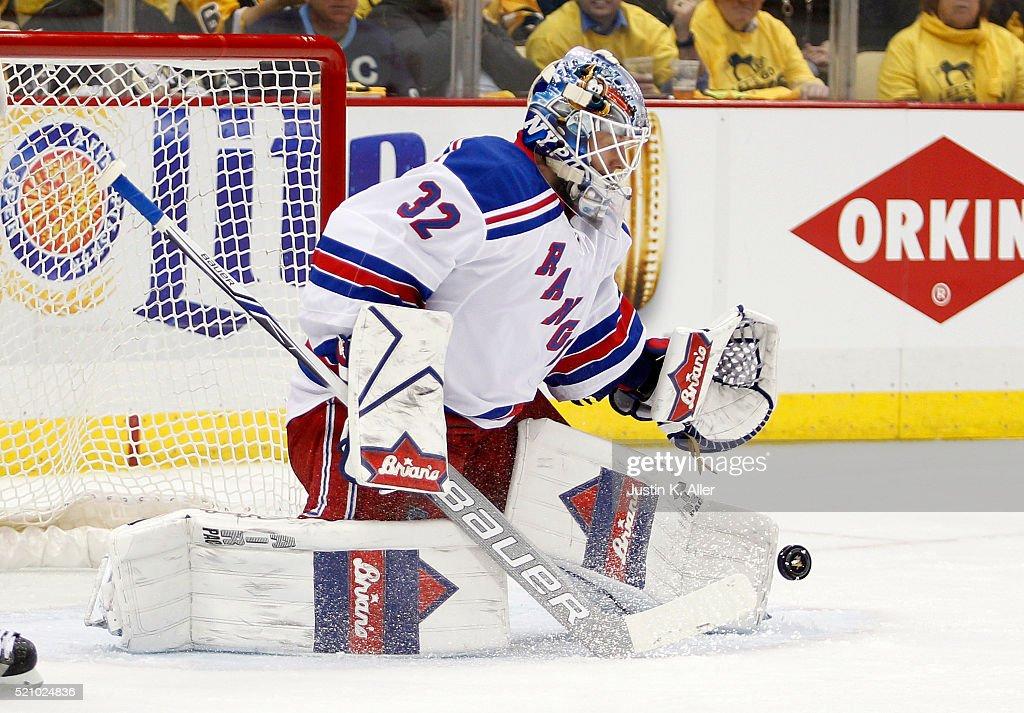 New York Rangers v Pittsburgh Penguins - Game One : News Photo