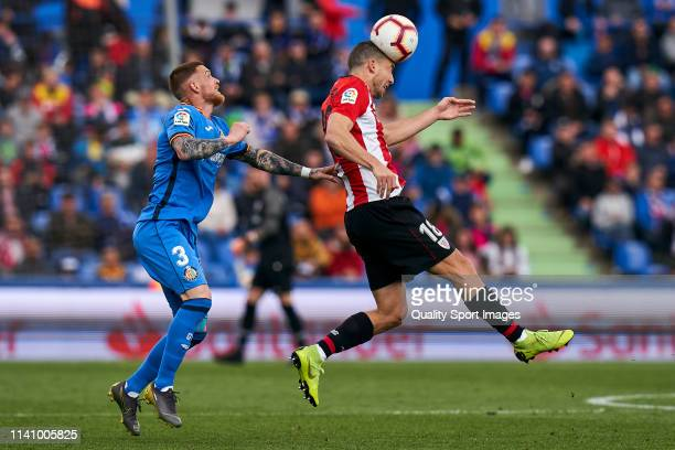 Antunes of Getafe CF battle for the ball with Oscar de Marcos of Athletic Club during the La Liga match between Getafe CF and Athletic Club at...