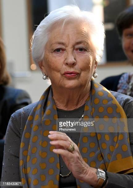 Antwerp Belgium Bezoek van koningin Paola aan basisschool De Wereldreiziger in Antwerpen Visite par la reine Paola de l'école fondamentale De...