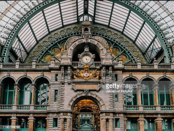 antwerp central station interior - antwerpen provincie stockfoto's en -beelden