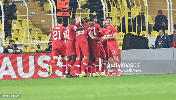 Antwerp FC players celebrates for Pieter Gerkens ' s goal during the UEFA Europa League group D match between Fenerbahce and Royal Antwerp FC at...