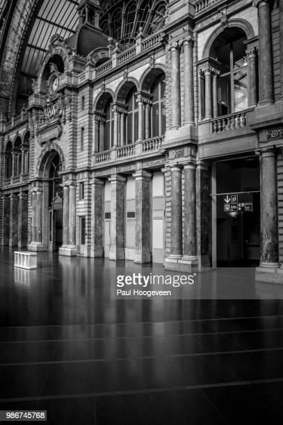 antwerpen central station interior - hoogeveen stock pictures, royalty-free photos & images