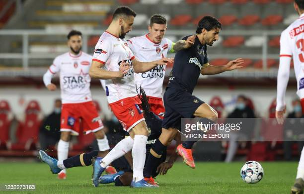 Antwerp's Lior Refaelov and Mouscron's Alessandro Ciranni fight for the ball during a soccer match between Royal Excel Mouscron and Royal Antwerp FC,...
