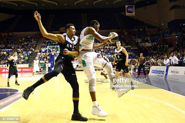 Antywane Robinson of Pau and Amine Noua of ASVEL during the Basketball Pro A match between Pau Lacq Orthez and Lyon Villeurbanne on October 8 2016 in...