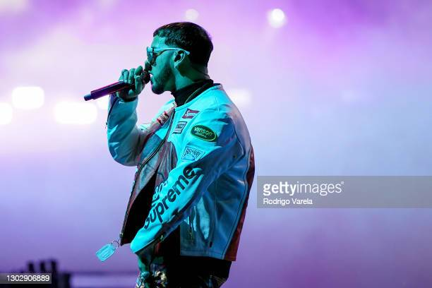 Anuel AA performs onstage during Univision's 33rd Edition of Premio Lo Nuestro a la Música Latina at AmericanAirlines Arena on February 18, 2021 in...