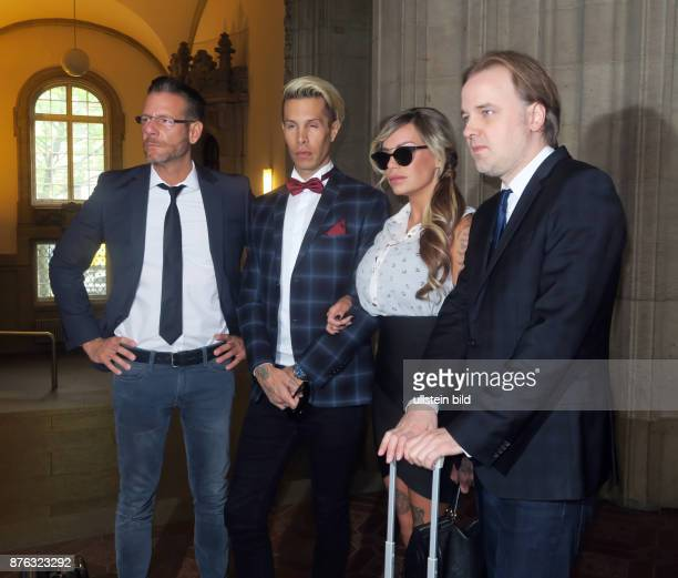 Anwalt Christian Simonis Anwalt Burkhard Benecken Sänger Florian Wess Model GinaLisa Lohfink aufgenommen im Amtsgericht Tiergarten beim Prozess um...