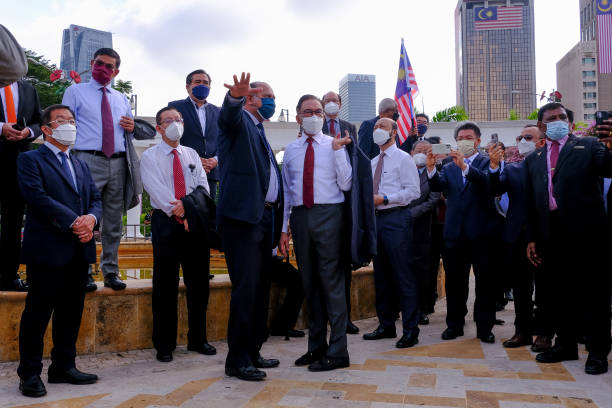 MYS: Malaysian Opposition MPs March to Parliament, Demand PM Quit