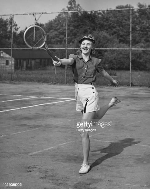 anyone for tennis - siglo xx fotografías e imágenes de stock