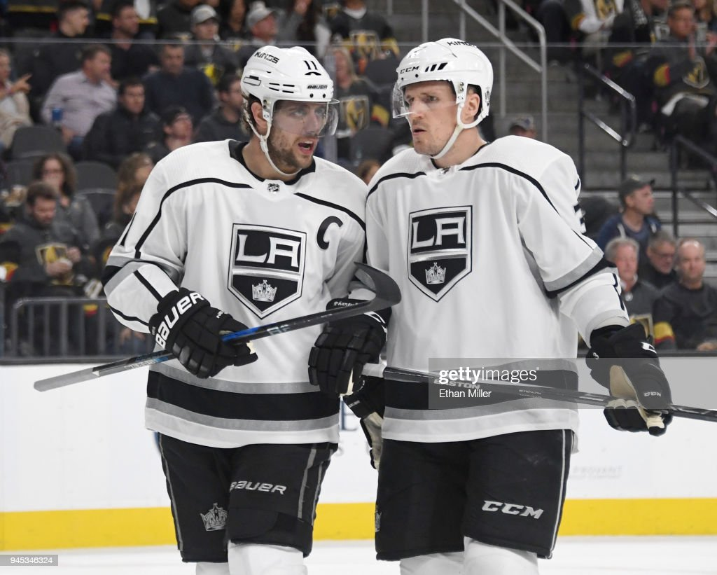 Los Angeles Kings v Vegas Golden Knights - Game One : News Photo