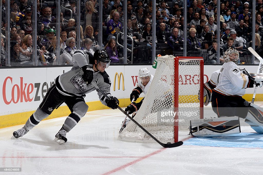 Anze Kopitar #11 of the Los Angeles Kings shoots and scores a goal against Frederik Andersen #31 of the Anaheim Ducks at Staples Center on April 12, 2014 in Los Angeles, California.