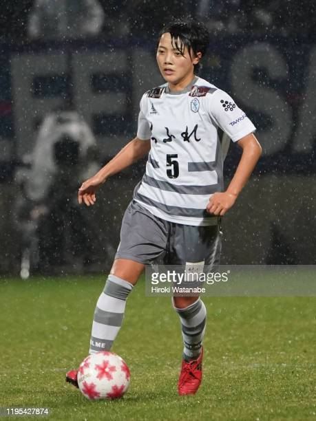 Aoi Kizaki of AS Elfen Saitama in action during the Empress Cup 41st JFA Women's Championship Semi Final between NTV Beleza and Chifure AS Elfen...