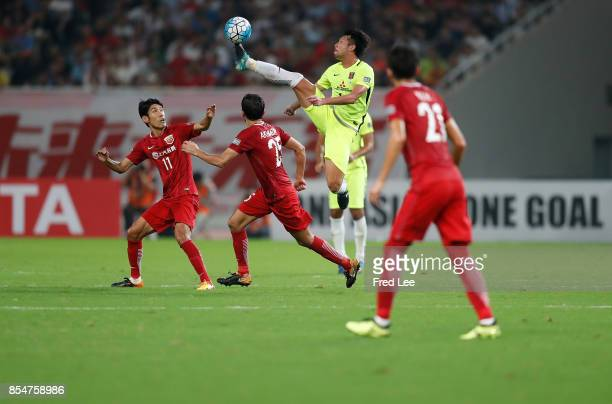 Aoki takuya of Urawa Red Diamonds fights for the ball with Oscar dos Santos Emboaba Junior of Shanghai SIPG FC during the AFC Champions League 2017...