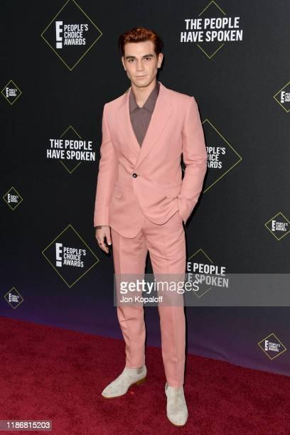 Apa attends the 2019 E! People's Choice Awards at Barker Hangar on November 10, 2019 in Santa Monica, California.