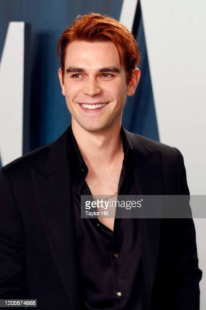 Apa attends the Vanity Fair Oscar Party at Wallis Annenberg Center for the Performing Arts on February 09 2020 in Beverly Hills California