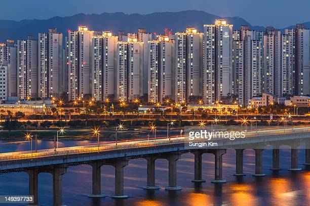 apartment at riverside at night - sungjin kim stock pictures, royalty-free photos & images