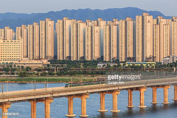 apartment at riverside - sungjin kim stock pictures, royalty-free photos & images